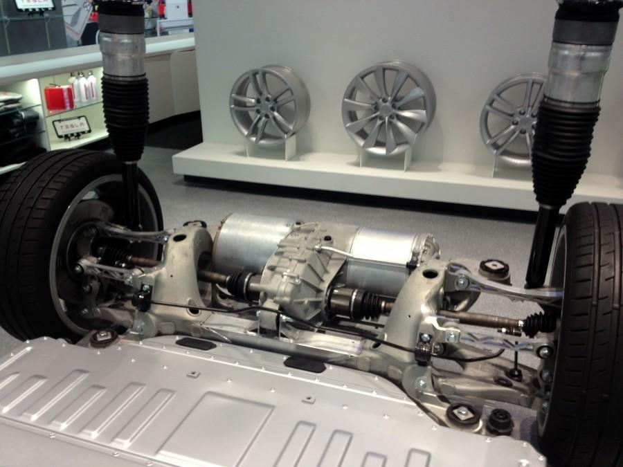 как устроен двигатель автомобиля тесла модель с