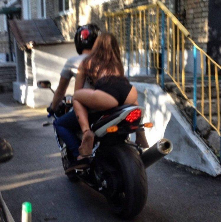intim-na-mototsikle