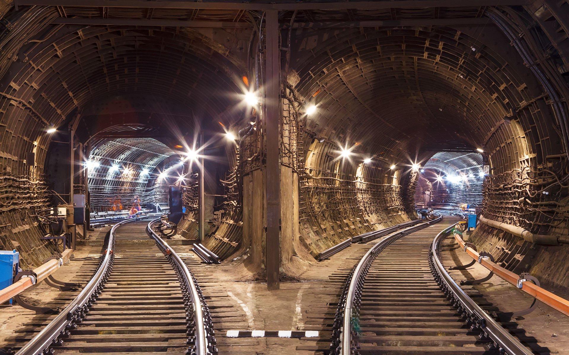 также фото туннелей метро москвы тема
